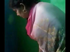 Indian randi aunty showing gand and twerking